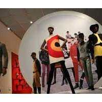 Visite guidée de l'exposition Pierre Cardin : Future Fashion, et une introduction à l'exposition JR : Chronicles - Brooklyn Museum - Vendredi 15 novembre 2019 11:00-13:00